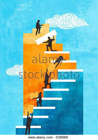 Menschen, die zusammenarbeiten, um die Treppe bauen Stockbild