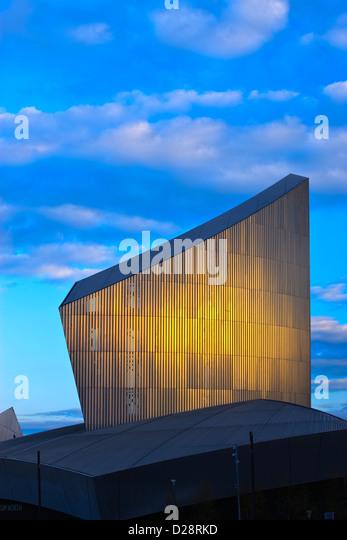 Imperial War Museum North Salford Quays größere Manchester Lancashire England in der Dämmerung Stockbild
