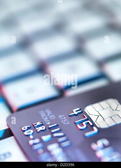 Internet-shopping-konzeptionelle Bild Kreditkarte auf einer Computertastatur Stockbild
