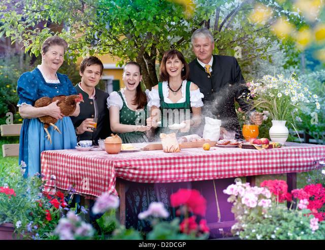 Familie in bayerischer Tracht Stockbild