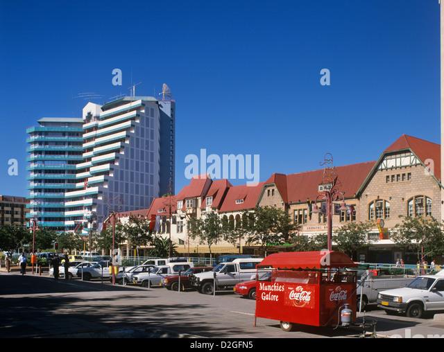 Namibia, Windhuk, Kontrast aus kolonialer und moderner Architektur an der Independence Avenue, der ehemalige Kaiser Stockbild