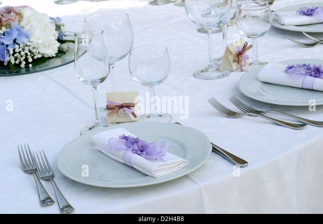 Luxus Tischdekoration zum Essen Stockbild