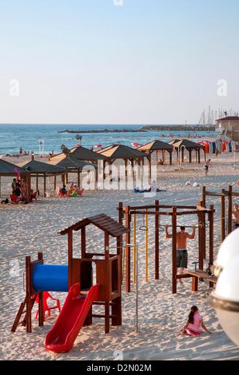 Strandhütten und Freizeitbereich an Gordon Beach, Tel Aviv, Israel, Nahost Stockbild