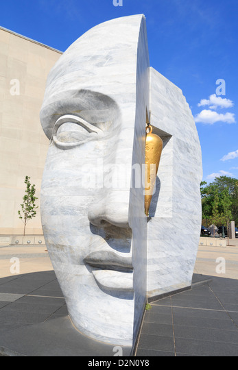 Osten 2 West Point Source Skulptur von Larry Kirland, Wellington E. Webb Gemeindehaus, Denver, Colorado, USA Stockbild