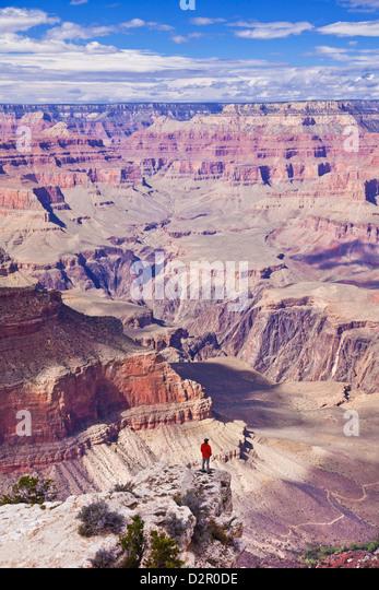 Einsame Wanderer in der Nähe von Yavapai Point Overlook, South Rim, Grand Canyon National Park, Arizona, USA Stockbild
