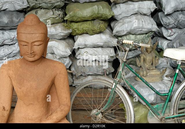 Wachsausschmelzverfahren Open-Air Workshop, Amarapura, Mandalay-Division, Republik der Union von Myanmar (Burma), Stockbild