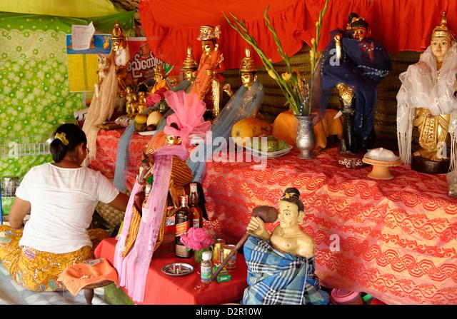 NATS Altar während der Yadanagu Nats Festival, Amarapura, Mandalay-Division, Republik der Union von Myanmar Stockbild