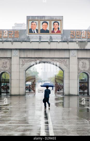 Eingang-Tor zu einer Pyongyang Fabrik, Pjöngjang, Demokratische Volksrepublik Korea (DVRK), Nordkorea, Asien Stockbild
