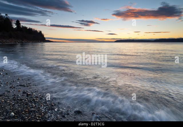 Sonnenuntergang über dem Puget Sound, Mukilteo, Washington, USA Stockbild