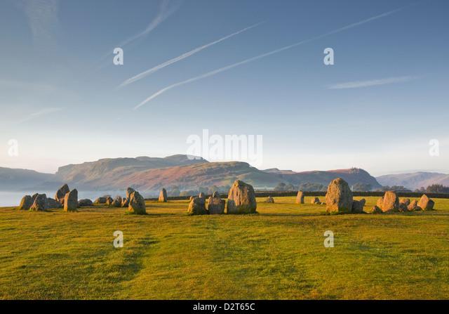 Castlerigg Steinkreis in der Morgendämmerung in den Lake District National Park, Cumbria, England, Vereinigtes Stockbild