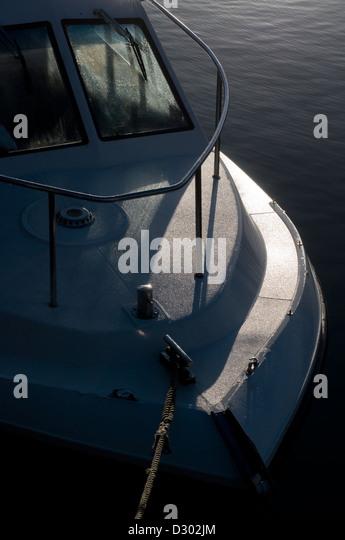 abstrakte Bogen von Boot, Steuerhaus, gespannte Schnüre, Barge, blau, Boot, Bogen, abgehackt, angedockt, flüssig, Stockbild