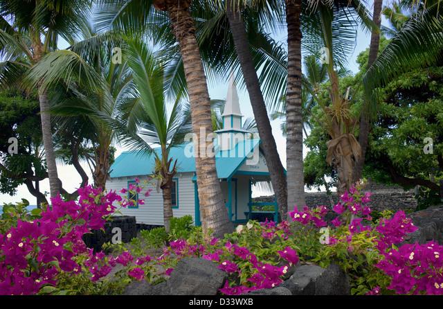St.-Petri Kirche mit Boganvila Blumen. Kona, Hawaii Big Island. Stockbild