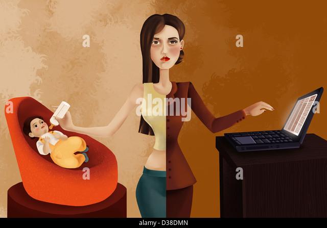 Anschauliches Bild der berufstätige Frau, ihr Baby zu füttern, während mit laptop Stockbild
