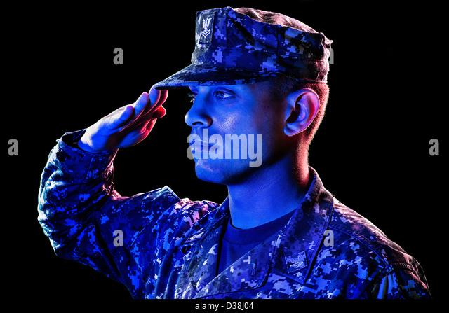 Nahaufnahme des Soldaten salutieren Stockbild