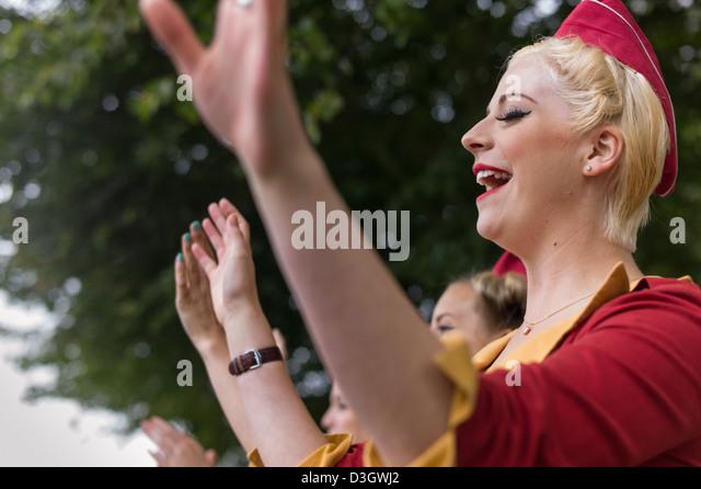 Cheerleader beim Goodwood Revival Stockbild