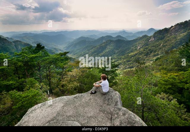 Republik Korea, Chungcheongbuk-Do, Songnisan Nationalpark, Bergpanorama Stockbild