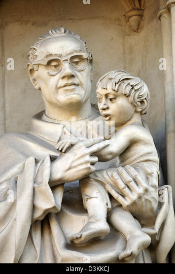 London, England, UK. Westminster Abbey - der moderne Märtyrer (tim Crawley, 1998) Oscar Romero Stockbild