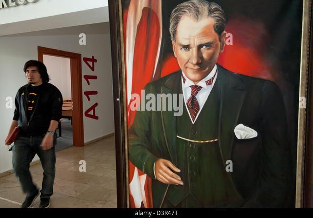 Girne, Nordzypern, Staatsgruender Atatürk an der American University Stockbild