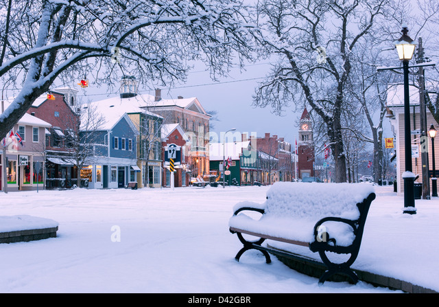 Kanada, Ontario, Niagara-on-the-Lake, Queen Street, Wintermorgen in der frühe Stockbild