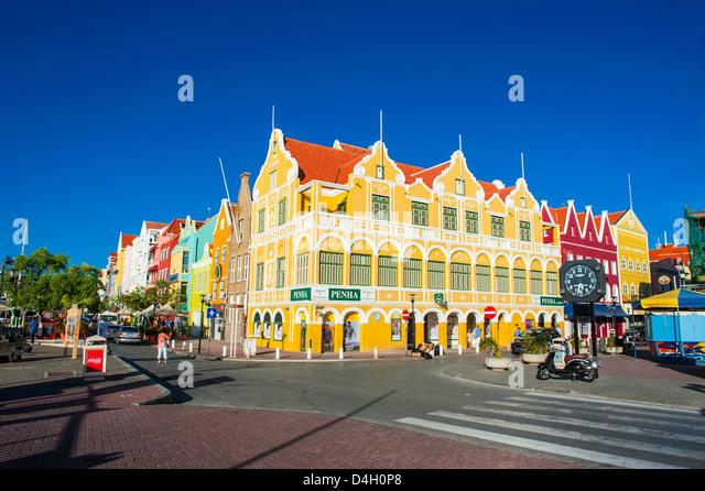Die bunten holländischen Häuser am Sint Annabaai in Willemstad, UNESCO-Weltkulturerbe, Curacao, ABC Inseln, Stockbild