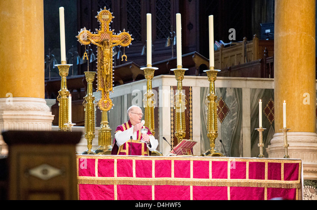 Wesminster Kathedrale als Katholiken feiern Wahl des neuen Papstes Stockbild