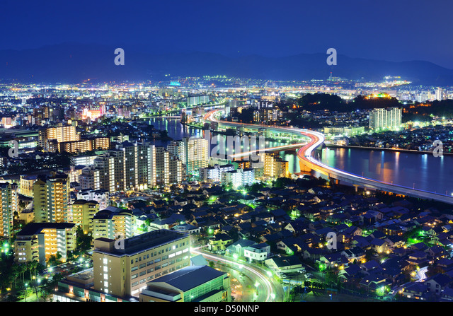 Skyline von Fukuoka, Japan in der Nacht. Stockbild