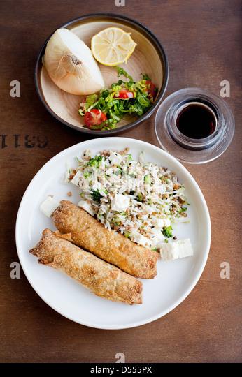 Teller mit Gebäck mit Reis Stockbild