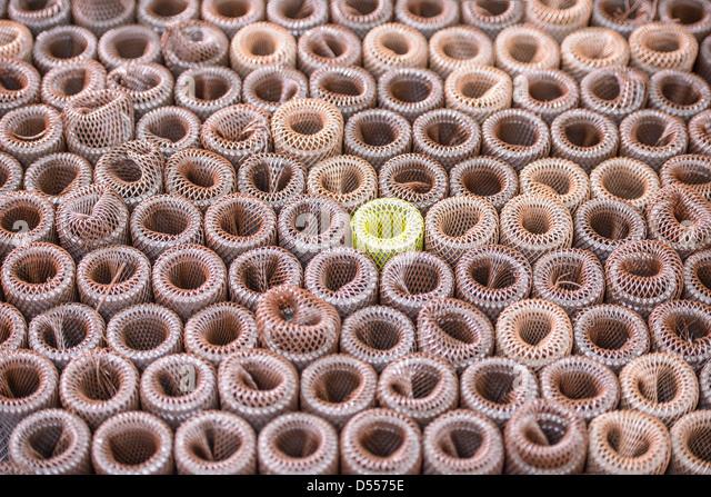 Nahaufnahme von Metallspiralen Stockbild