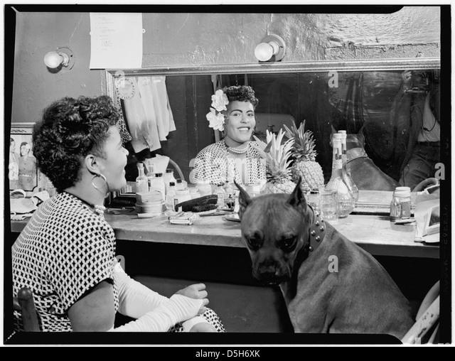 [Porträt von Billie Holiday, Downbeat(?), New York, N.Y., ca. Juni 1946] (LOC) Stockbild