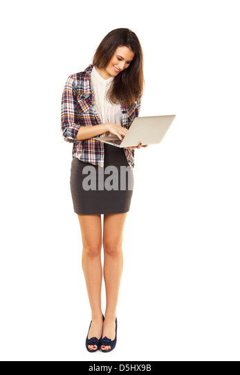 Frau, die beim Surfen im Internet mit ihrem laptop Stockbild