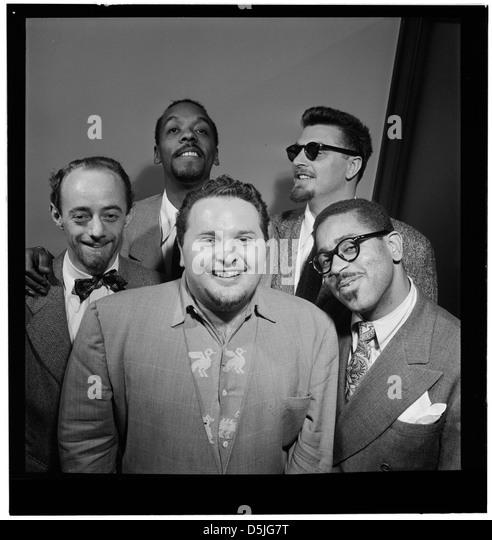 [Portrait von Dave Lambert, John Simmons, Chubby Jackson, George Handlich, und Dizzy Gillespie, William P., New Stockbild