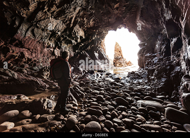 Plemont Höhle und Nadel Rock, Jersey, Kanalinseln, Großbritannien Stockbild