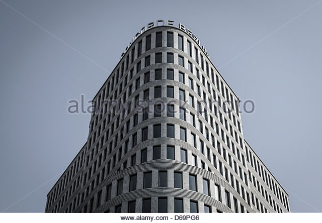Kurve des Concorde Hotels in Berlin Stockbild
