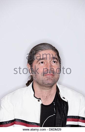 Mann Pferdeschwanz Biker-Jacke Leder Porträt Stoppeln Stockbild