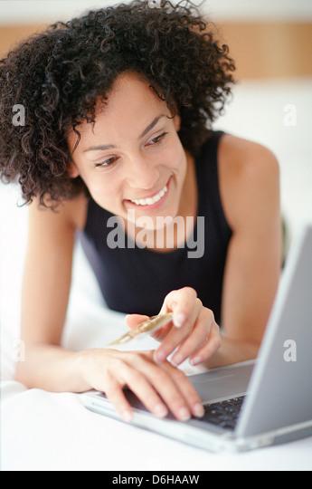 Einkaufen im Internet Stockbild