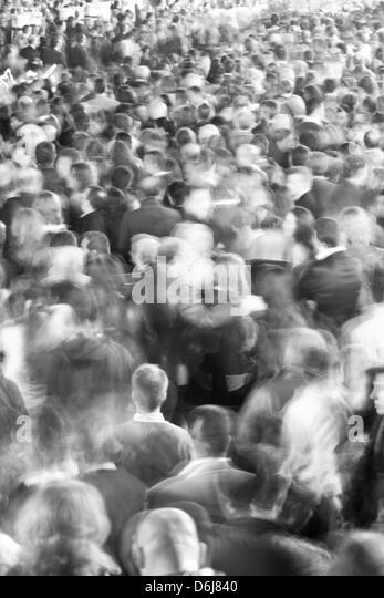 Bewegung verwischt Menschenmenge, Sevilla, Andalusien, Spanien, Europa Stockbild
