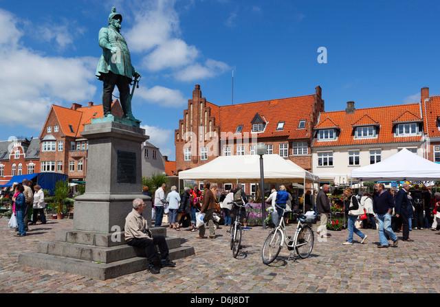 Torvet (Koge Torv) am Markttag, Koge, Seeland, Dänemark, Skandinavien, Europa Stockbild