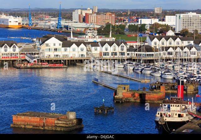 Stadtkai im Hafen von Southampton, Hampshire, England, Vereinigtes Königreich, Europa Stockbild