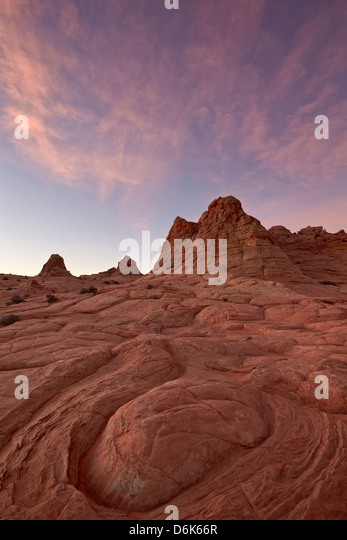 Wirbel-Erosion Muster mit rosa Wolken in der Morgendämmerung, Coyote Buttes Wilderness, Vermillion Cliffs National Stockbild