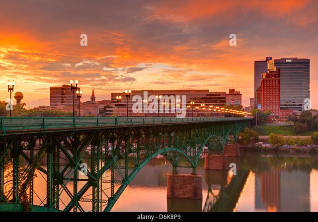 Gay Street Bridge und Tennessee River, Knoxville, Tennessee, Vereinigte Staaten von Amerika, Nordamerika Stockbild