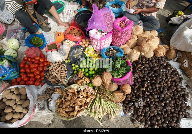 Batak Stammes Marktstand Verkauf von lokalen produzieren in Tomuk, Samosir Island im Lake Toba, Sumatra, Indonesien, Stockbild