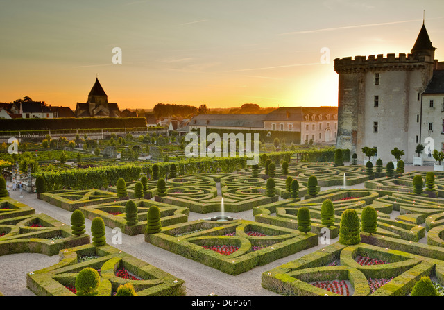 Das Chateau de Villandry mit seinen Gärten bei Sonnenuntergang, UNESCO-Weltkulturerbe, Indre-et-Loire, Loire Stockbild