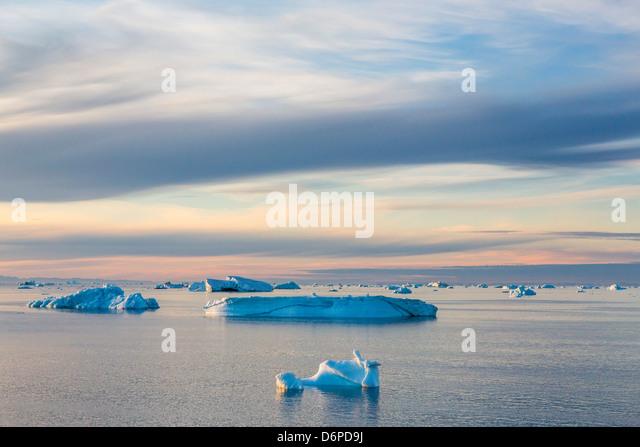 Eisberge im Kong Oscar Fjord, Nordostgrönland, Polarregionen Stockbild
