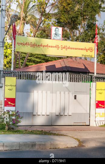 Gated Eingang, der Heimat von Aung San Suu Kyi, 54 University Avenue, Yangon (Rangoon), Myanmar, (Burma) Stockbild