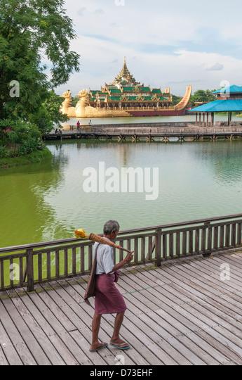 Königliche Lastkahn in Yangon Myanmar Park Stockbild