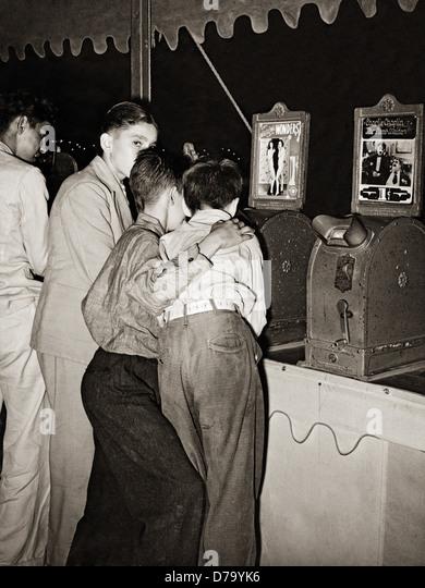Jungen Penny Filme anschauen Stockbild