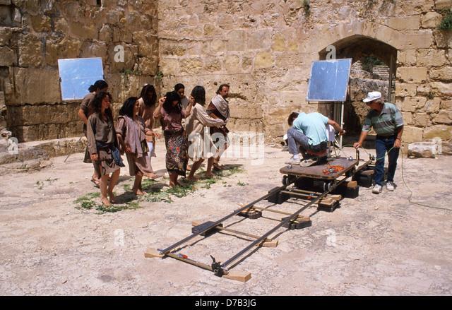 Schauspieler und Kameraleute bei der Produktion eines Films Stockbild
