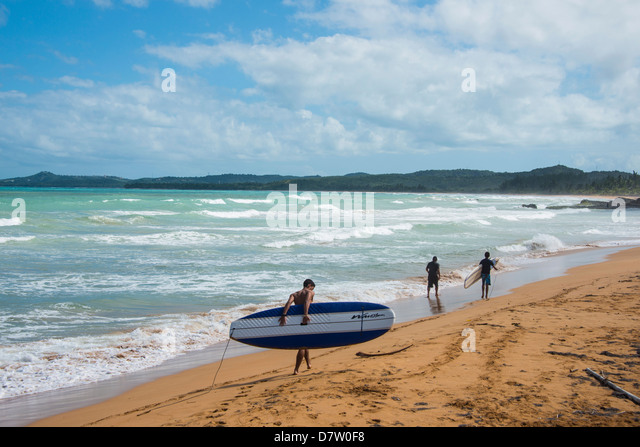 Surfer am Luquillo Beach, Puerto Rico, West Indies, Karibik Stockbild