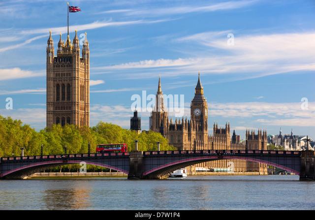 Houses of Parliament und Lambeth Brücke über den Fluss Themse, Westminster, London, England, Vereinigtes Stockbild