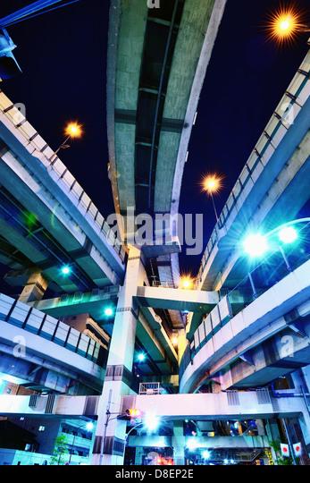 Kreuzung von mehreren Autobahnen in Tokio, Japan. Stockbild